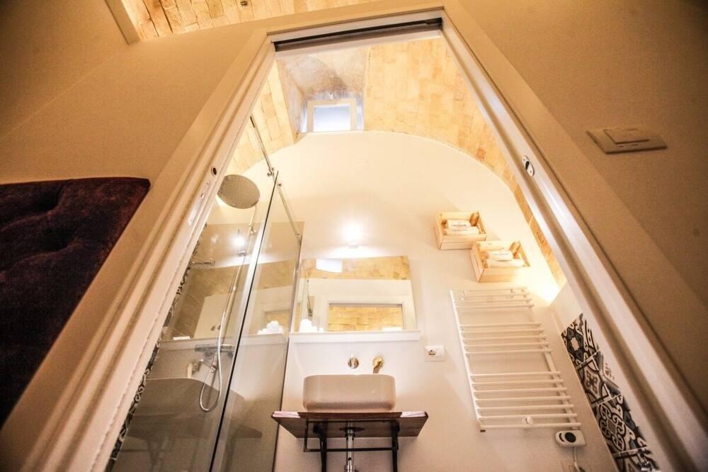 Liukso klasės kambarys (Isabella d'Inghilterra) - Vonios kambarys