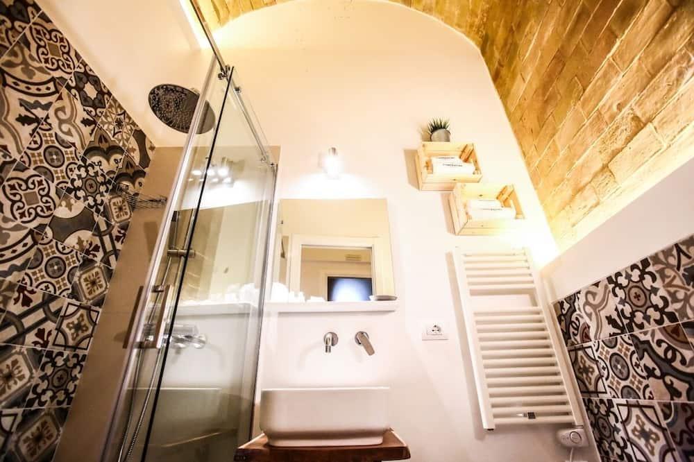 Pagerinto tipo studija (Costanza di Aragona) - Vonios kambarys