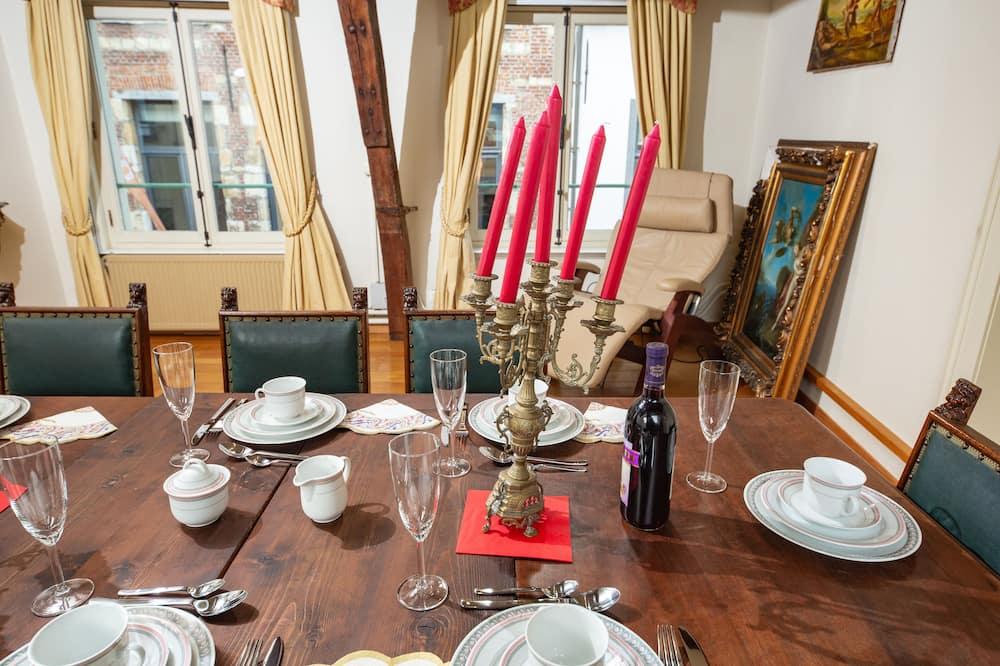 Išskirtinio dizaino apartamentai - Vakarienės kambaryje