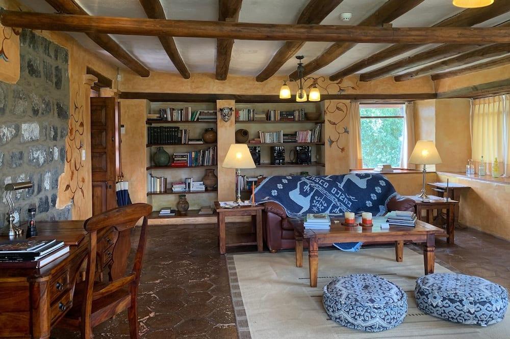 Panoramic Suite Cotopaxi - Вітальня