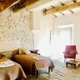 Δίκλινο Δωμάτιο (Twin), 2 Μονά Κρεβάτια, Κοινόχρηστο Μπάνιο (Linda) - Δωμάτιο επισκεπτών