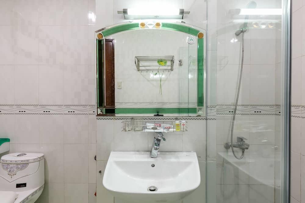 Тримісний номер категорії «Superior» - Ванна кімната
