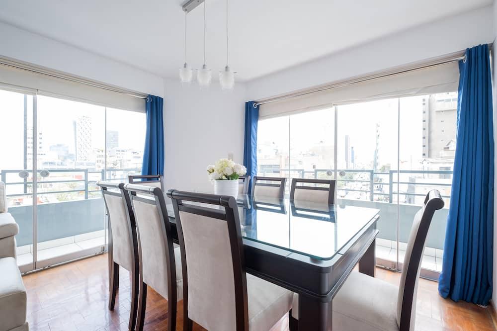Apartmán typu Comfort, 3 ložnice, výhled na město - Obývací pokoj