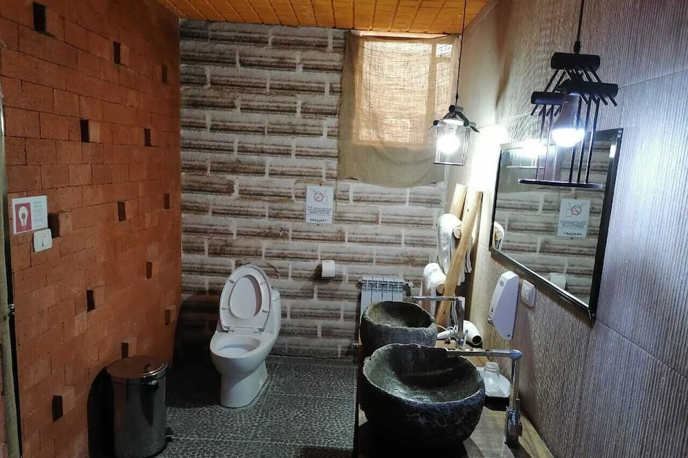 Kamar Quadruple Basic - Kamar mandi