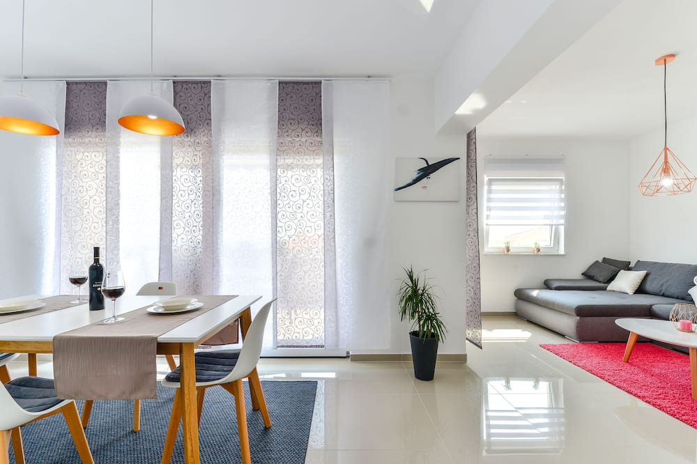 Apartment, 1 Bedroom, Sea View (A2) - In-Room Dining
