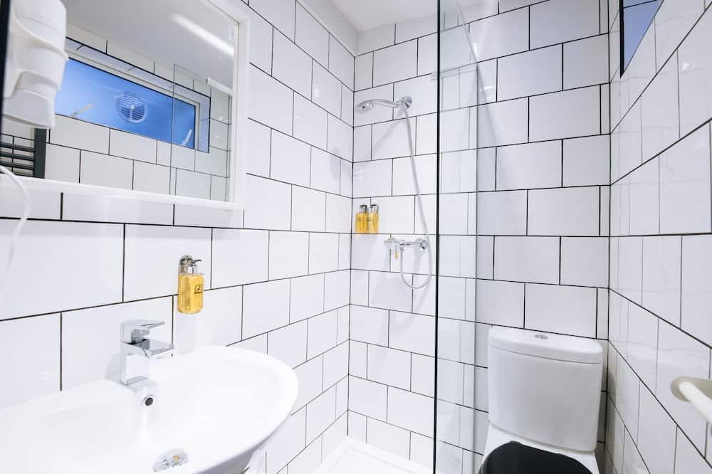 Family Triple Room (Lower Ground) - Koupelna