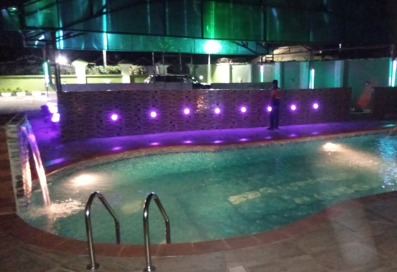 De'Bliss Gold Hotel & Suite, Ciudad de Benin, Piscina al aire libre