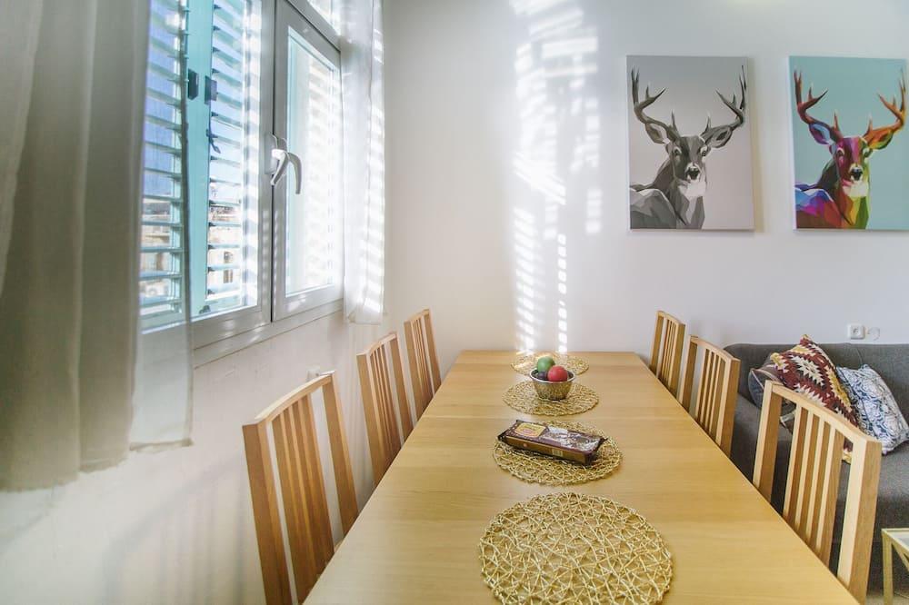 Design Apartment - Tempat Makan dalam Bilik