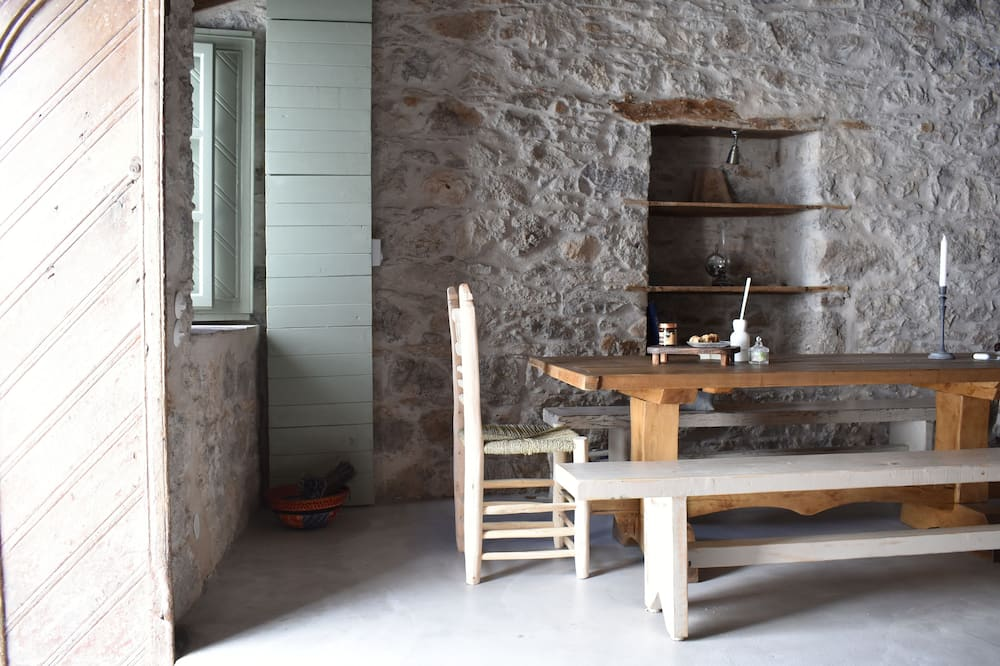 Deluxe Villa - In-Room Dining