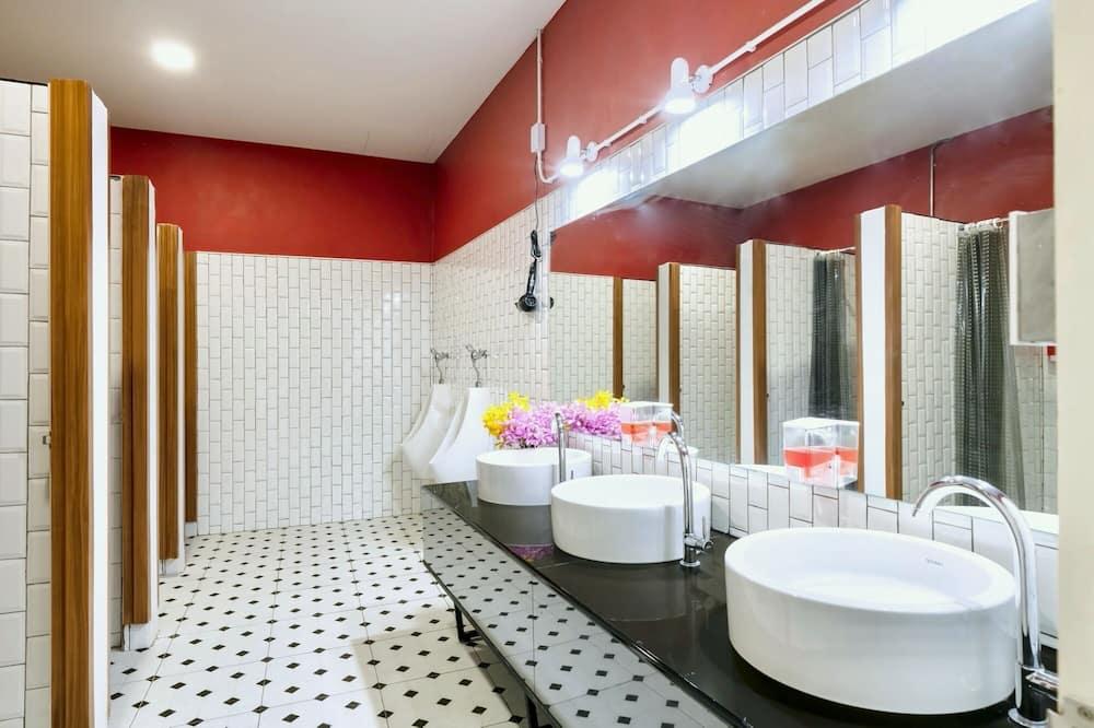 Mixed Dormitory with Shared Bathroom - Badezimmer