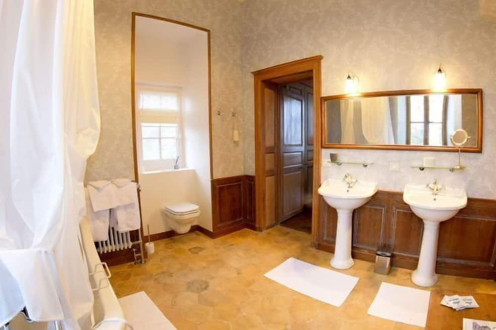Room (Rose) - Bathroom