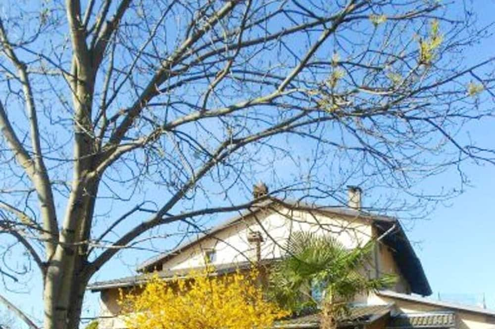 House With 3 Bedrooms in Vidracco, Città Metropolitana di Torino, With Enclosed Garden and Wifi