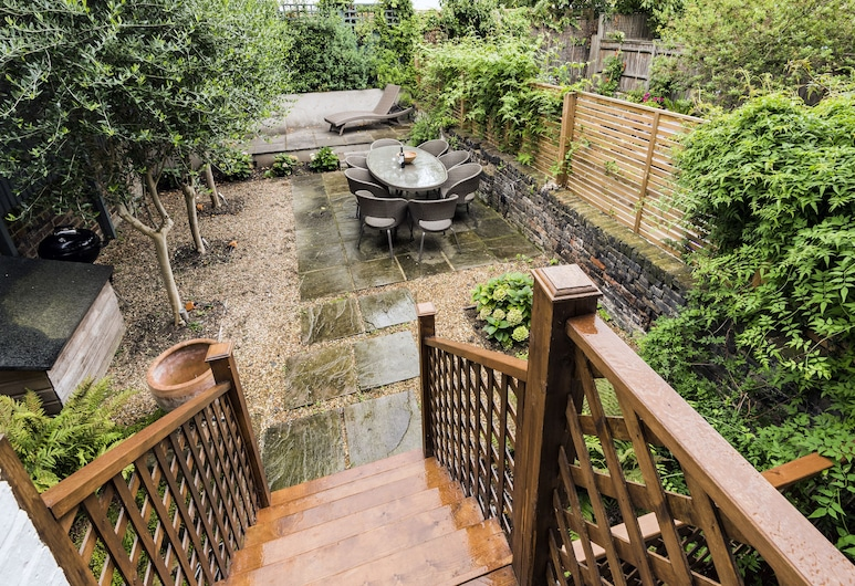 Elegant Family Home near Wandsworth Common, London, Terrace/Patio