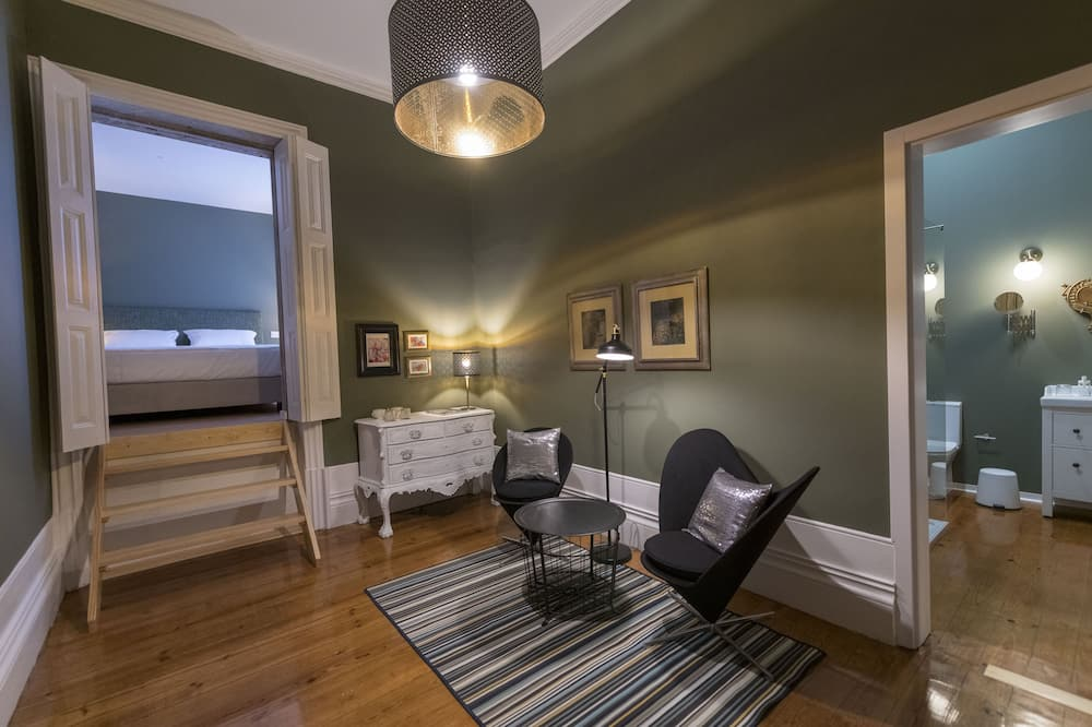 Deluxe Double Room (2) - Living Area