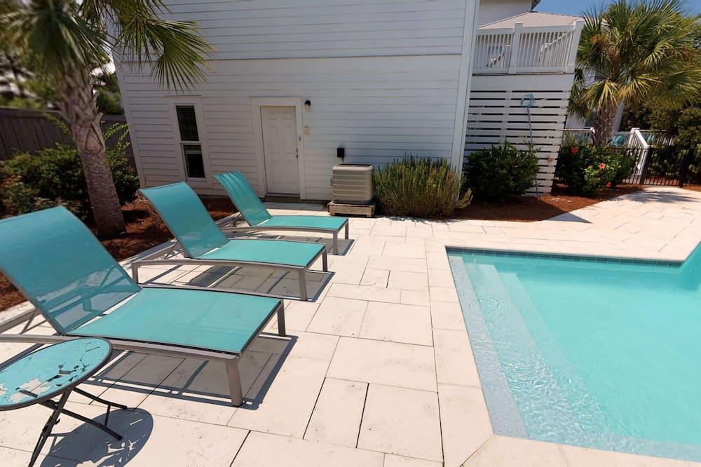 House, 5 Bedrooms - Pool