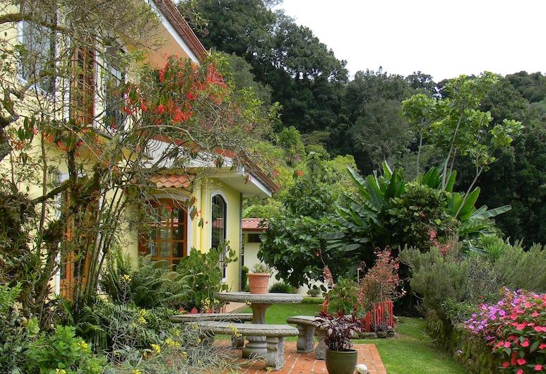 Casa San Rafael del Pedregoso, Copey, Jardín