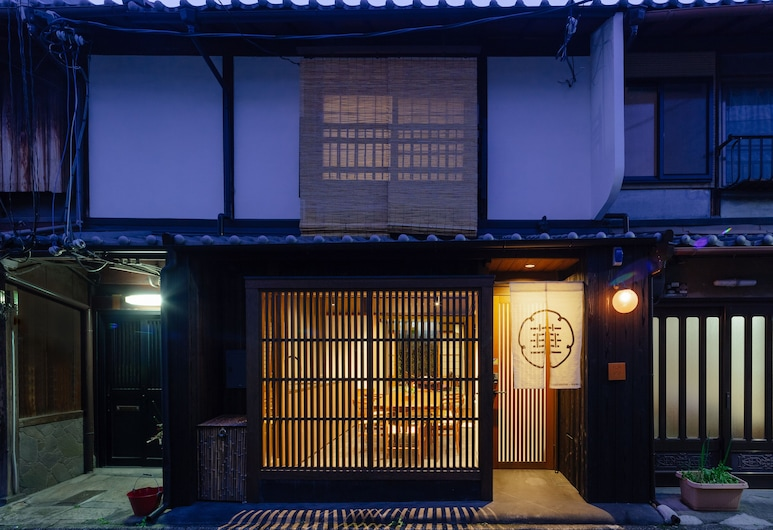 Guesthouse-Hana · Bamboo House, Kyoto, Front of property - evening