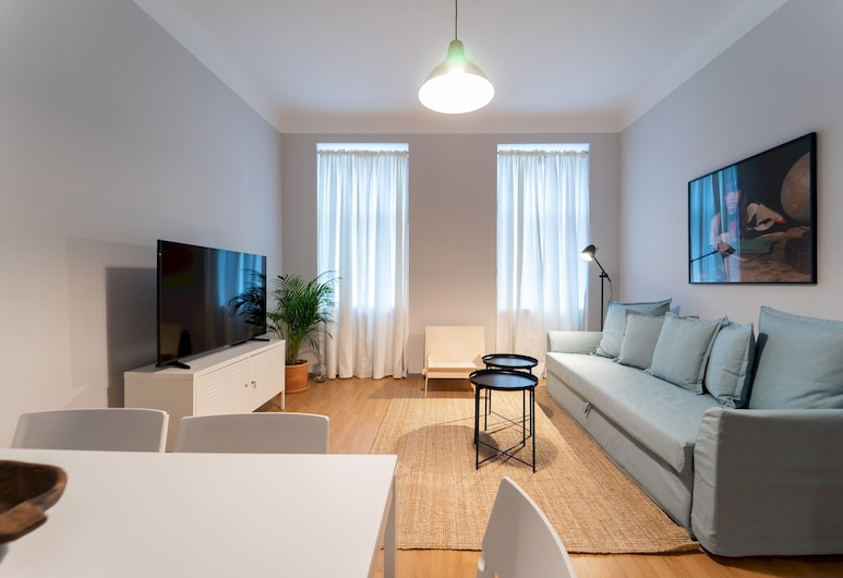 Spacious 2bdr Apt in Beautiful Neighborhood, Viena, Apartamento (2 Bedrooms), Sala