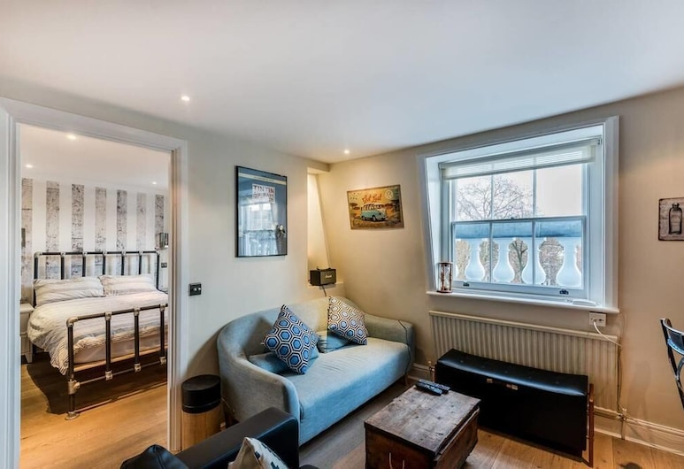 Lovely 1BR Flat Walk to Hyde Park, London, Apartment, Living Room