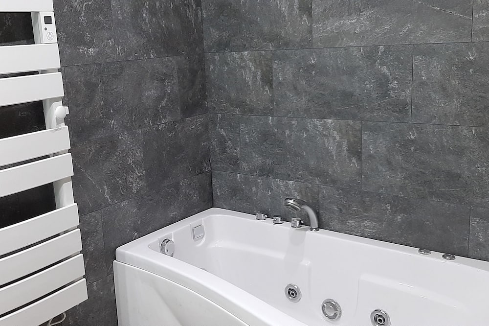 Design Suite, 1 King Bed, Jetted Tub, Mountain View - Bathroom