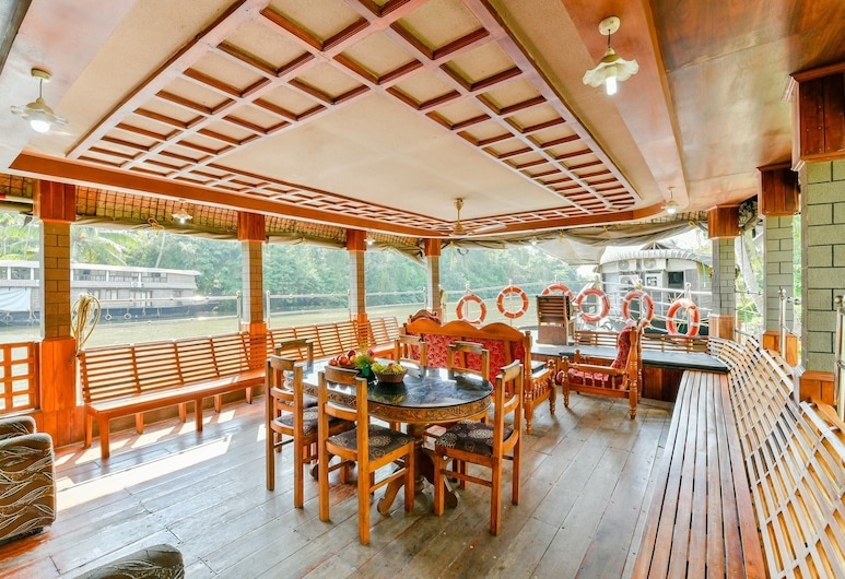 OYO 45941 Houseboat Parthasarathy 5 BHK Luxury, Alappuzha, Restoran