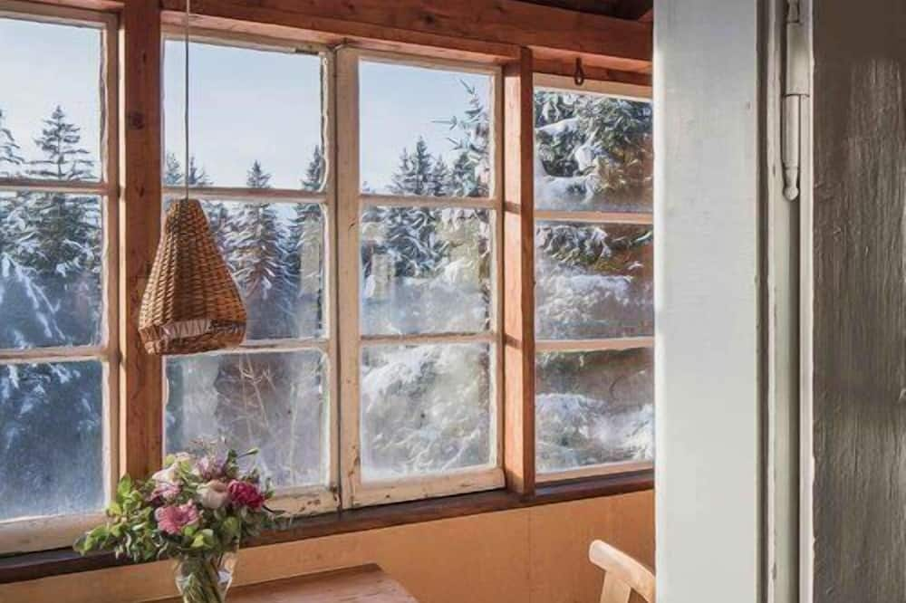 Standard Chalet, 1 Bedroom, Mountain View - Living Area