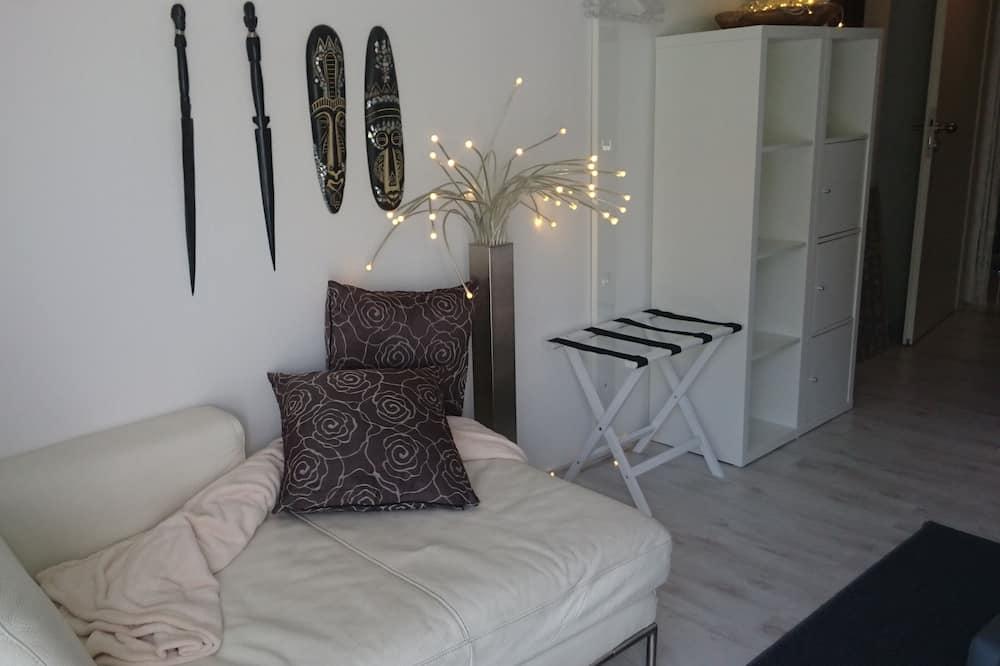 Design Studio, Balcony, Garden View (B'nB) - Living Room