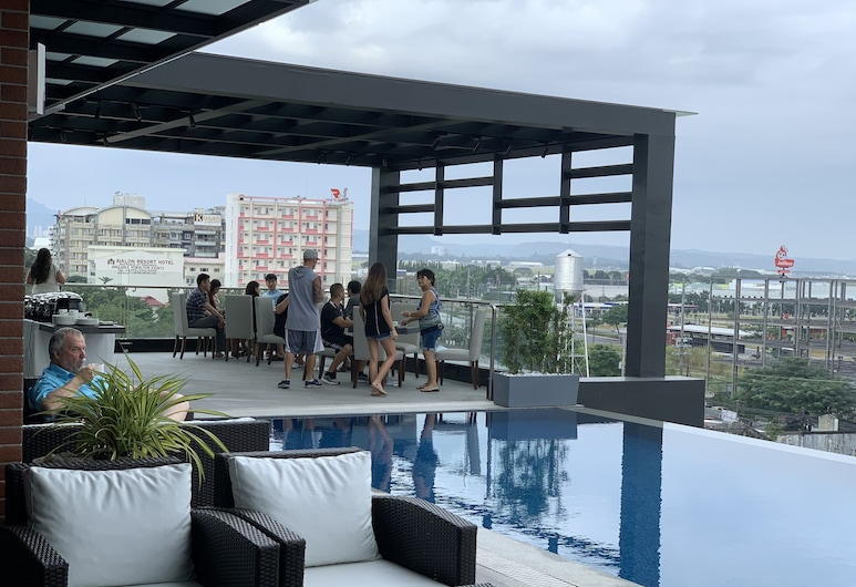 Capitol Hill Hotel and Suites, Angeles City, Pool auf dem Dach