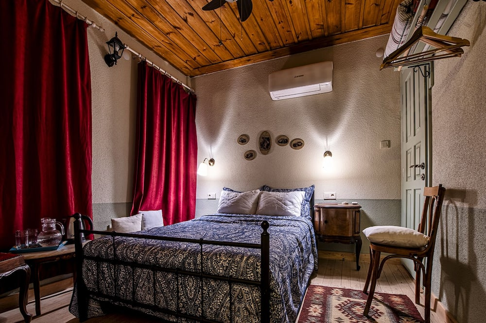 Classic Room - Living Room