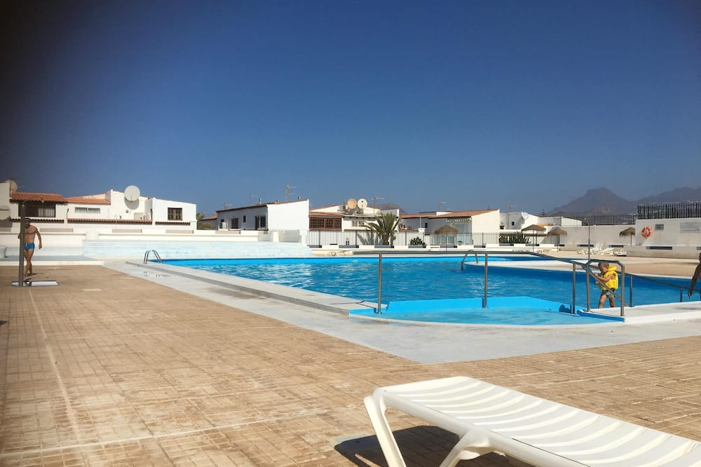 Apartment With 2 Bedrooms in Costa del Silencio, With Wonderful sea View, Shared Pool, Furnished Terrace - 700 m From the Beach
