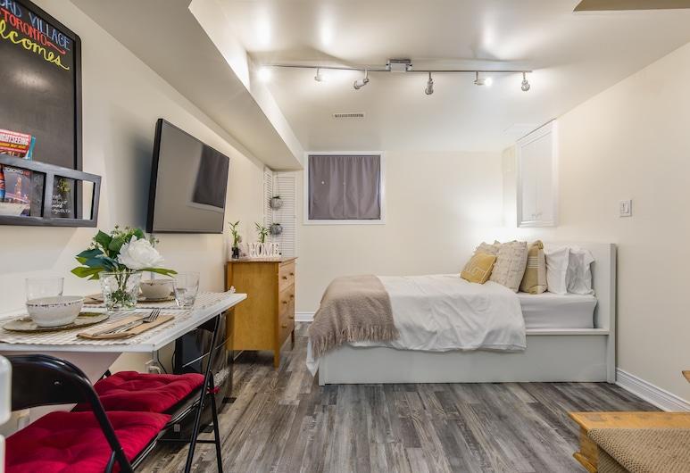 Cozy Basement Studio, Toronto