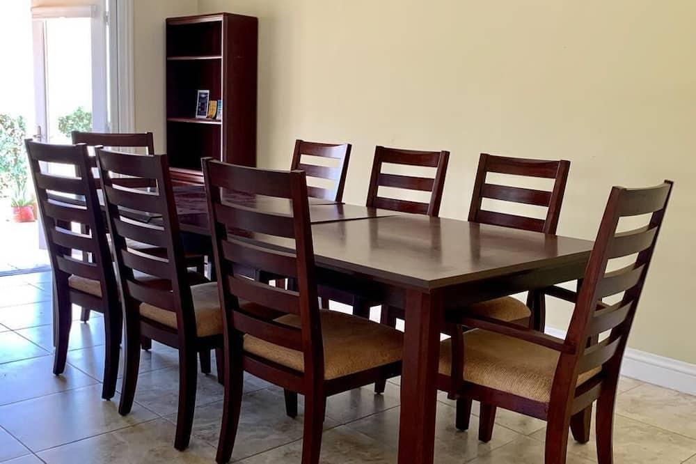 Exclusive-Apartment, 2Schlafzimmer - Essbereich im Zimmer