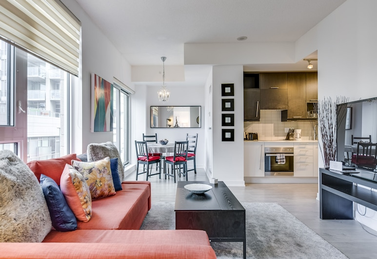 Great 1BR Suite in King West - Sleeps 4, Toronto, Condo, 1 Bedroom, Kitchen, Living Area