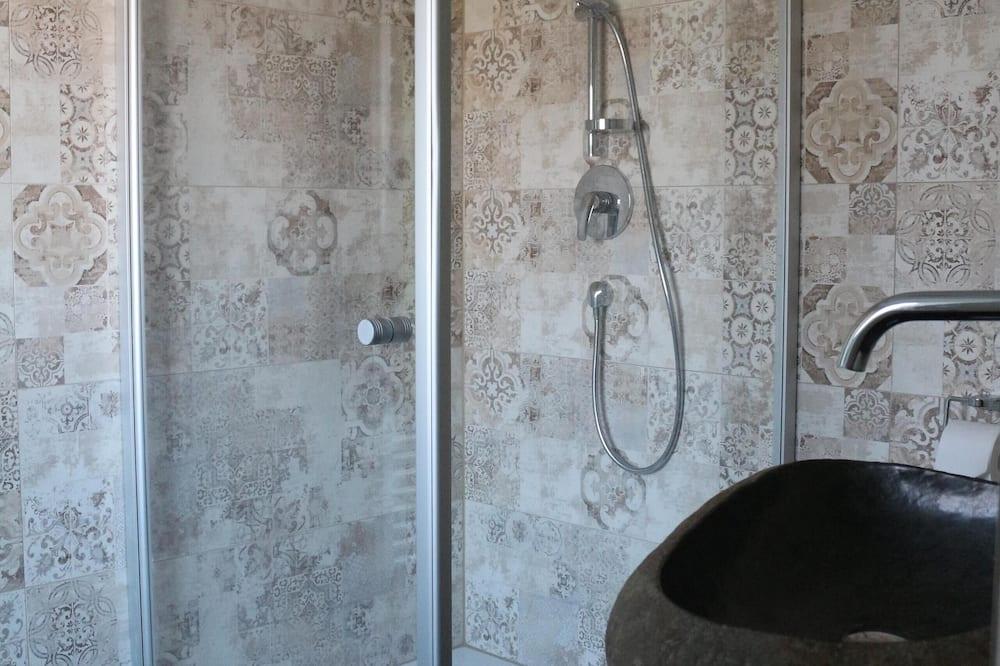 Chambre Double, accessible aux personnes à mobilité réduite, salle de bains attenante - Salle de bain