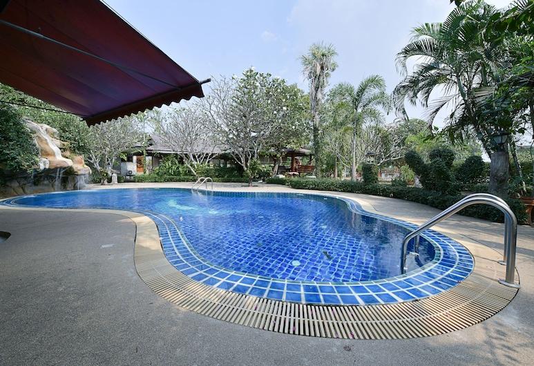 OYO Ruenkanthima Resort, Si Racha, Outdoor Pool