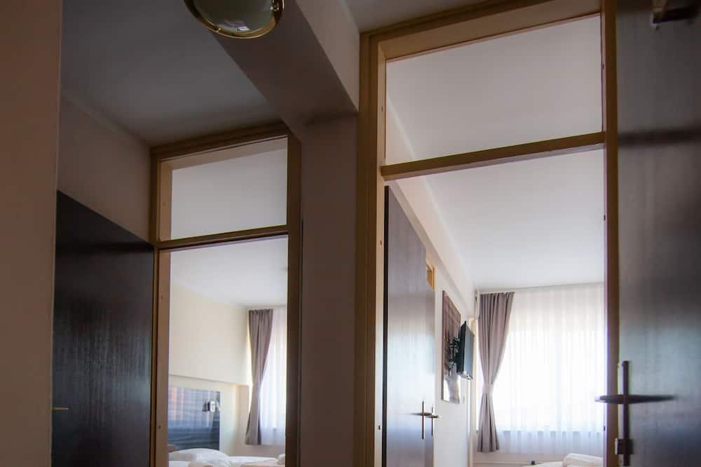 쿼드룸 - 거실 공간