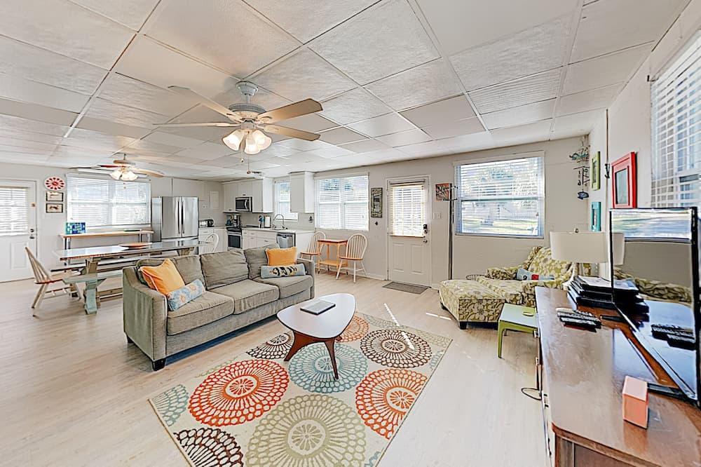 New Listing! Drift Inn: Beachside W/ Porch 4 Bedroom Home, Tybee Island
