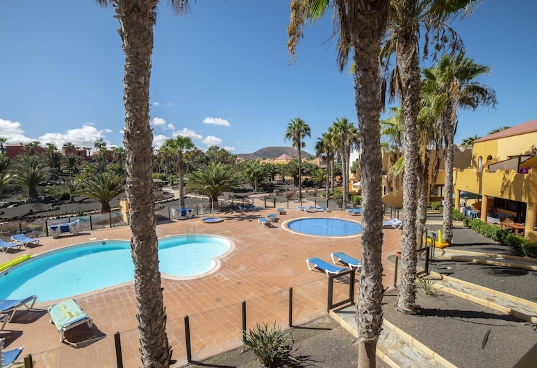 Oasis Royal  11 pool view apartment, La Oliva