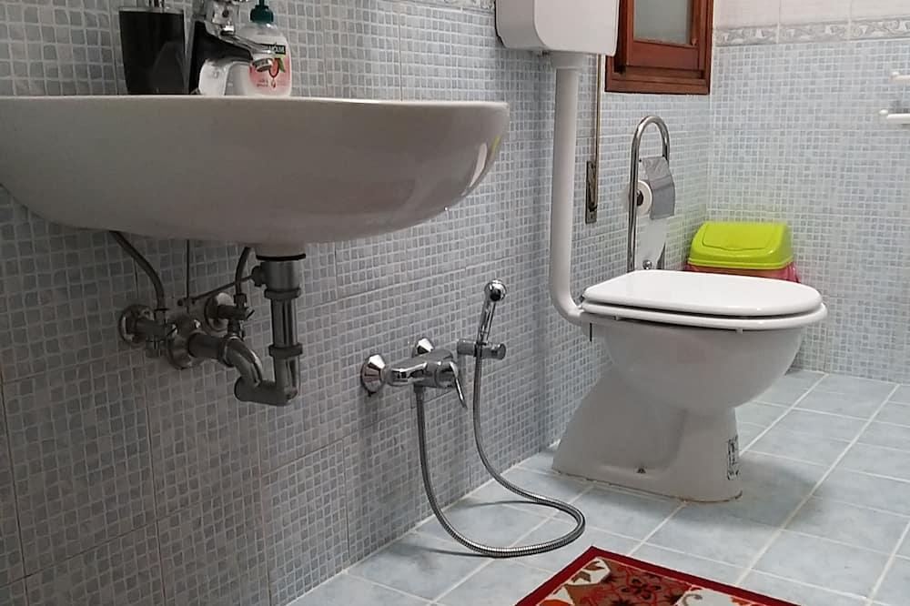 Klassieke driepersoonskamer, gemeenschappelijke badkamer - Badkamer