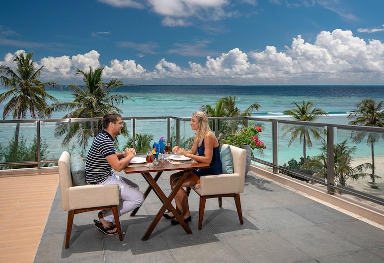 海鹽馬爾地夫飯店, 胡魯馬利, 室外用餐
