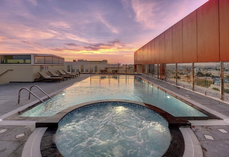 โรงแรมเออร์เบิน อัลคูรีย์, ดูไบ, สระว่ายน้ำ