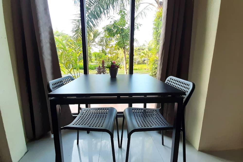 Basic Room - Living Area