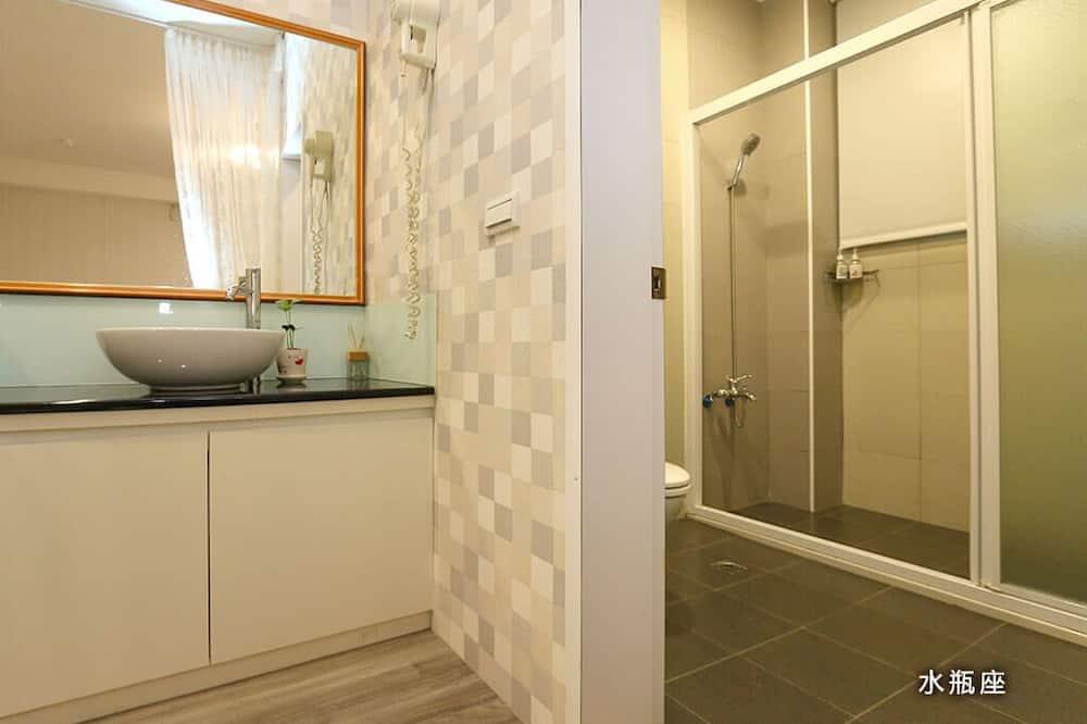 Basic Quadruple Room - Bathroom