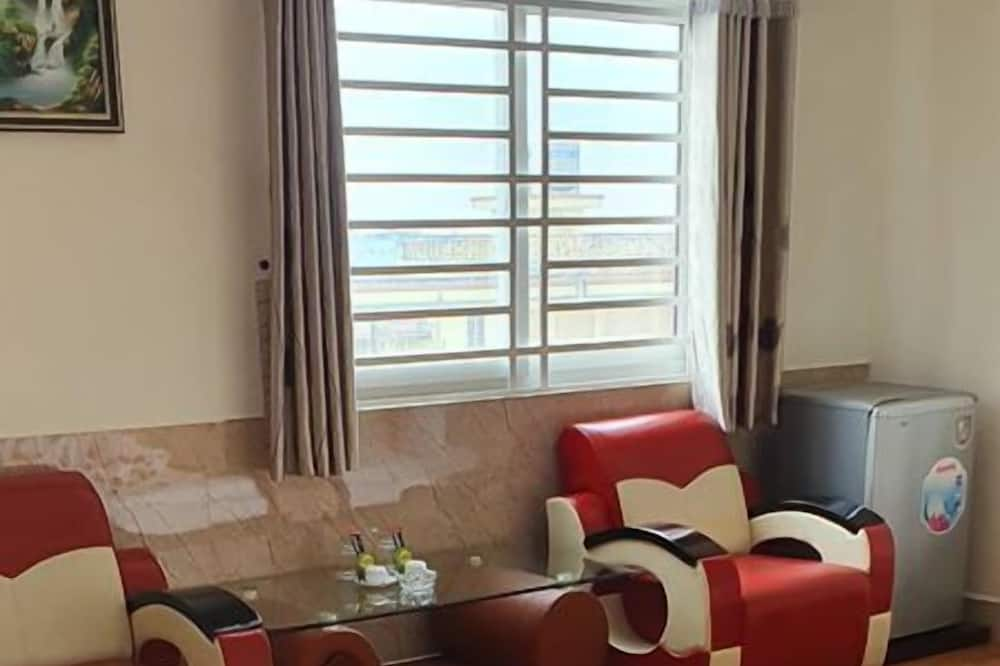 Deluxe Twin Room, City View - Living Area