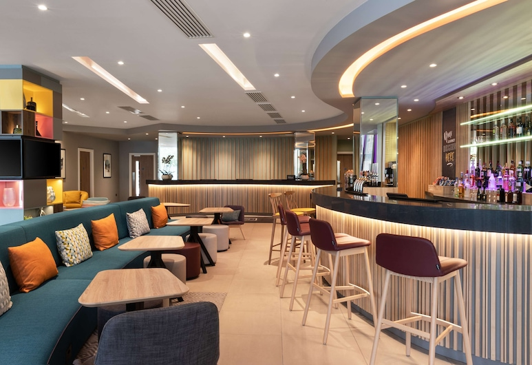 Hampton by Hilton London Ealing, Londres, Bar del hotel