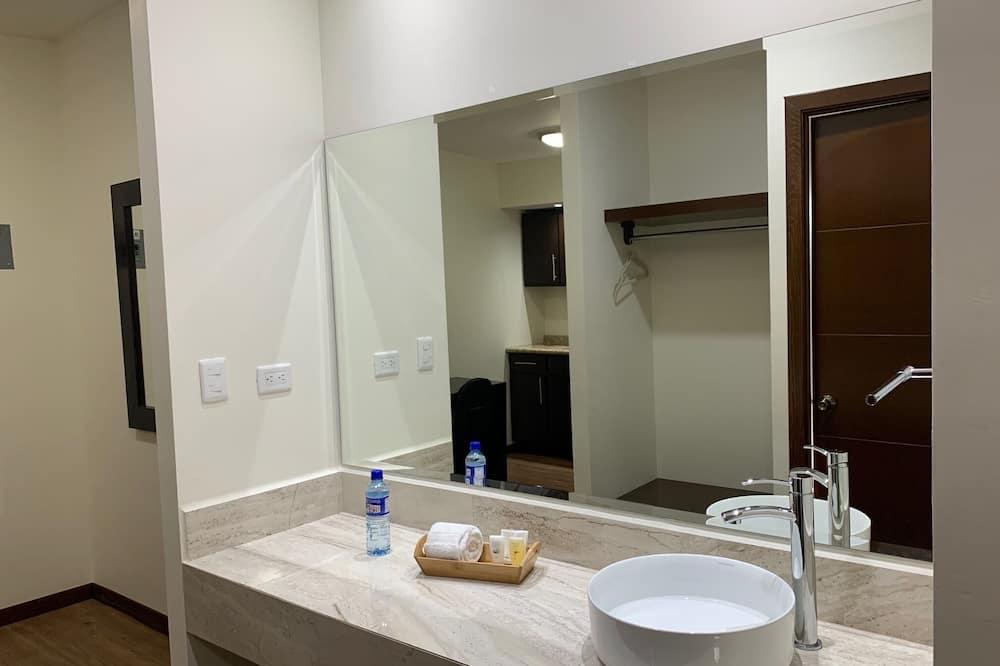 Студия-люкс - Раковина в ванной комнате