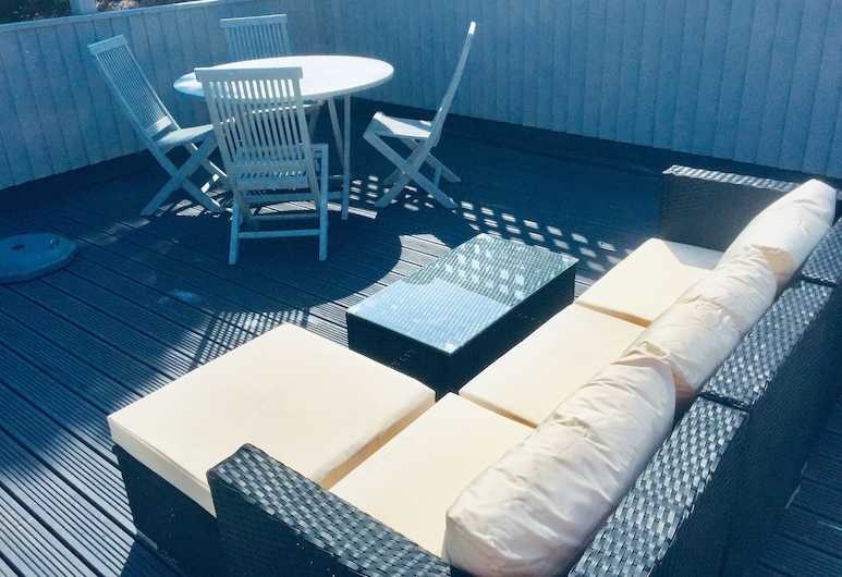 Shell Cottage 2 Bedroom Holiday, Tenby, Solterrasse