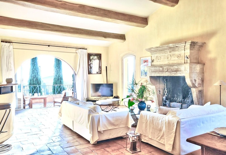 Villa With 6 Bedrooms in Ramatuelle, With Wonderful sea View, Private Pool, Enclosed Garden - 3 km From the Beach, Ramatuelle, Living Room