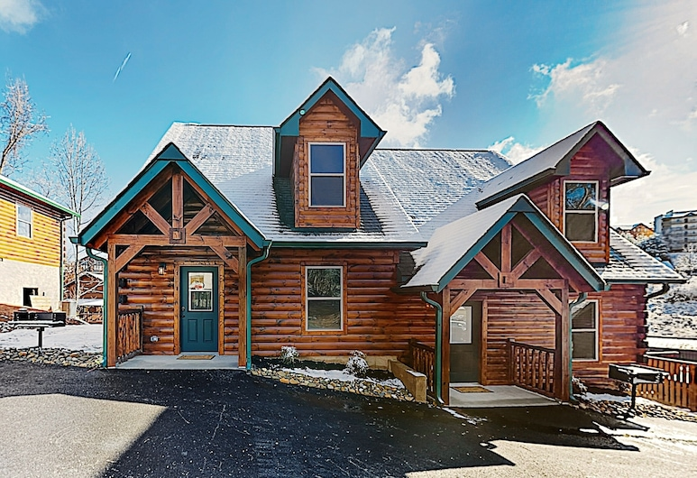 New Listing! New-build 2-unit W/ 2 Hot Tubs 4 Bedroom Duplex, Pigeon Forge
