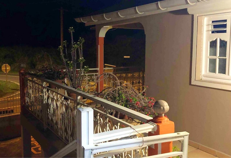 Apartment With 2 Bedrooms in Capesterre de Marie Galante, With Furnished Balcony and Wifi, קפסטר דה מארי גאלאנט, מרפסת/פטיו